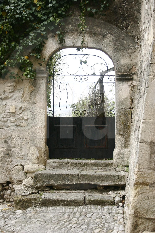 Portail en fer forge reportages portes de provence for Petit portail fer forge